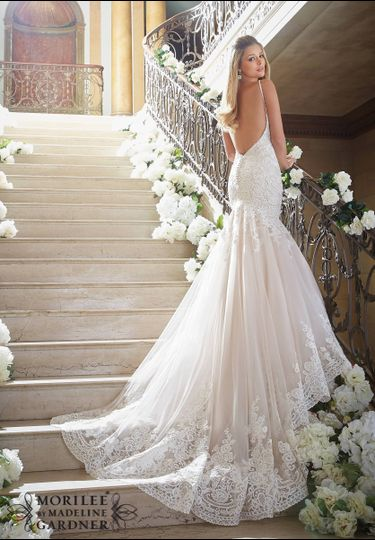Mermaid style dress with lace bottom