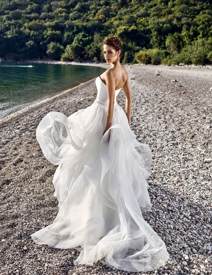 Light ball gown with sweetheart top