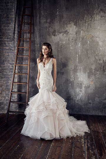 Renaissance bridal dress attire york pa weddingwire junglespirit Image collections