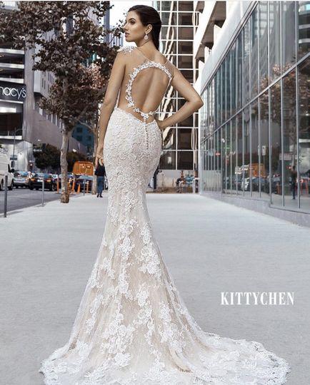 Backless lace dress