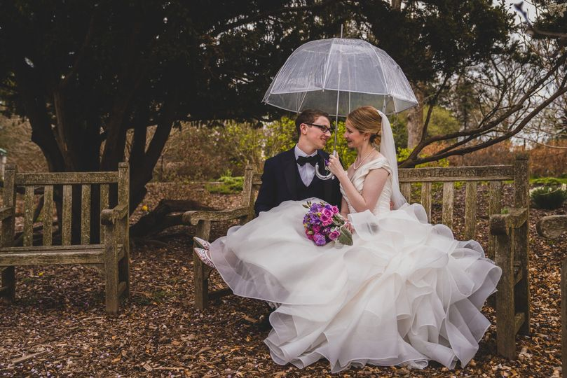 Eugene Novar Photography - Love in the rain