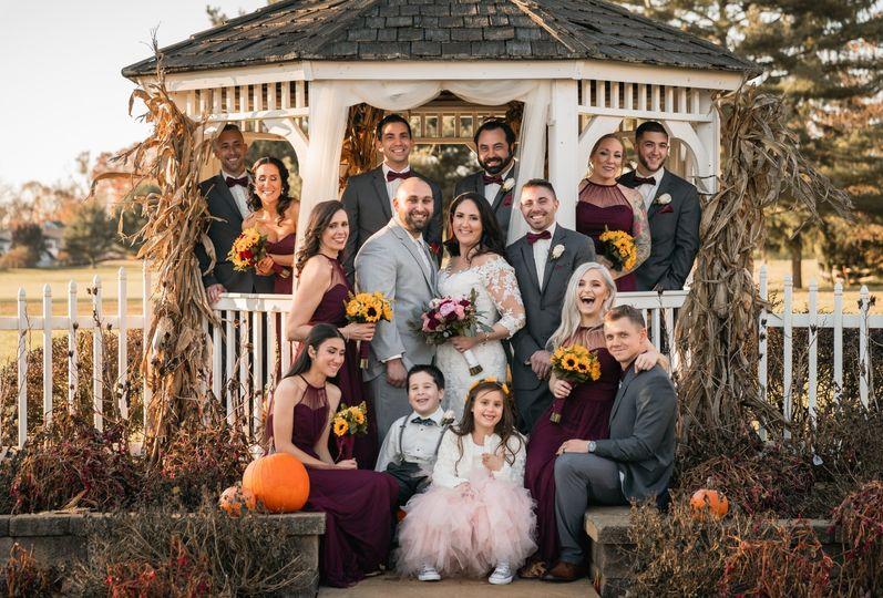 Eugene Novar Photography - Gleeful wedding group