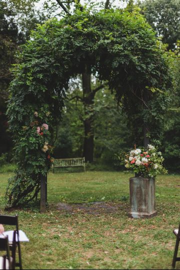 Hendry House, Arlington VA - outdoor ceremony arch