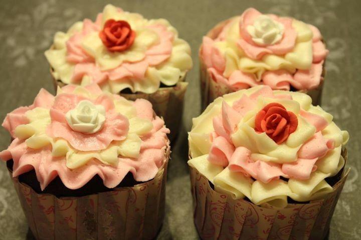 pinknwhiteribboncupcakeswedding