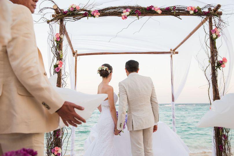 41b7d18403f5a522 1515386983 a26bcd8264dcdac3 1515386996185 35 Ceremony Beach2