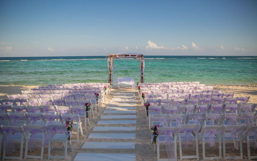 9cb5135f34bd006d 1515386983 953fa7f2804133db 1515386996194 38 Ceremony Beach5