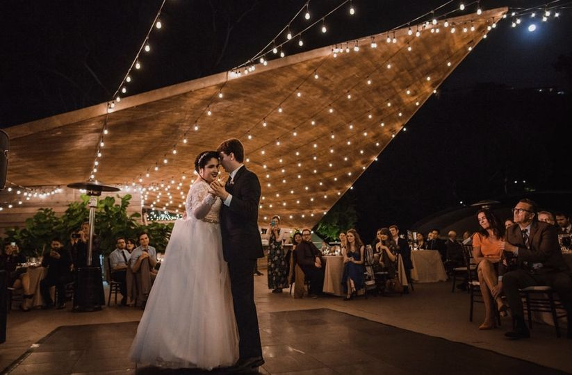 Couple dancing | photo: amy van vlear