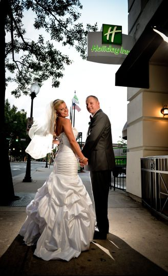 800x800 1494435977611 bride and groom under the holiday inn sign
