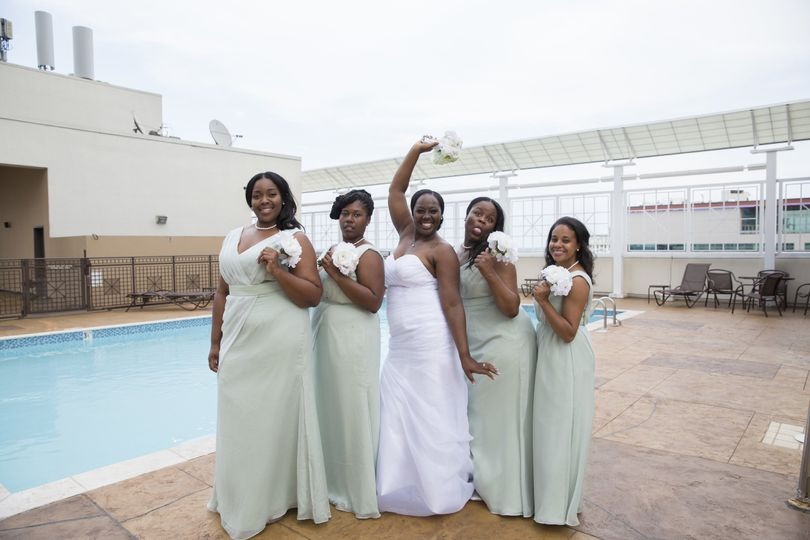 bride with bridesmaids by the pool funny