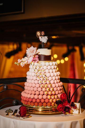 Ombre burgundy cake pop cake