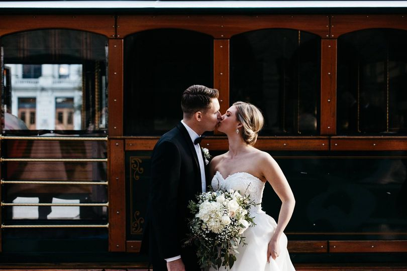 Couple kissing | Photography by Brett & Jessica