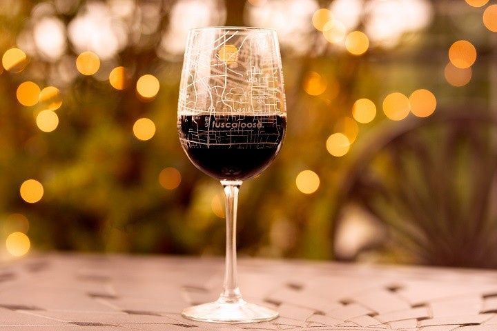 City map wine glass