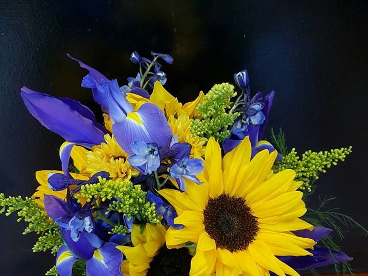 Tmx 1516047742 303168dc97692148 1516047741 Aca71821f0e118ff 1516047739045 1 8606 8946572106349 Jefferson, WI wedding florist