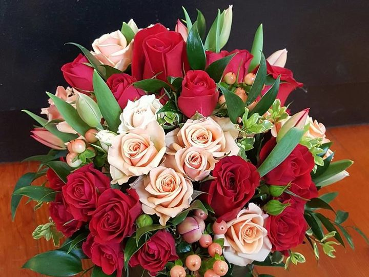 Tmx 1516295837 26bdd01993d2ef83 1516295836 6aa0a01cc83c52d1 1516295835860 3 18527918 108758822 Jefferson, WI wedding florist