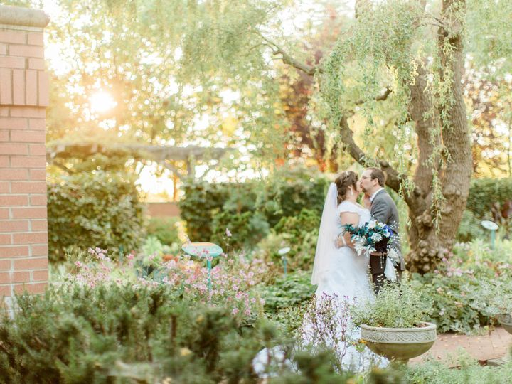Tmx Under Willow Tree Kiss Victoria Hunt Photography 51 168474 Indianapolis wedding venue