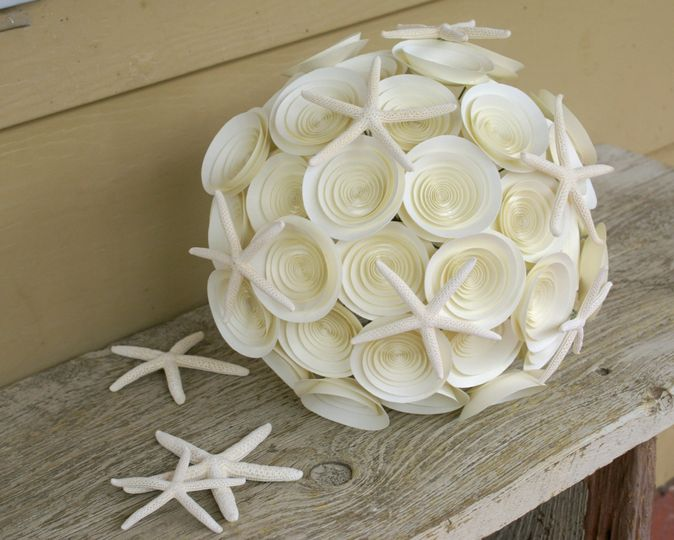 A large, wildflower starfish bouquet in ivory.