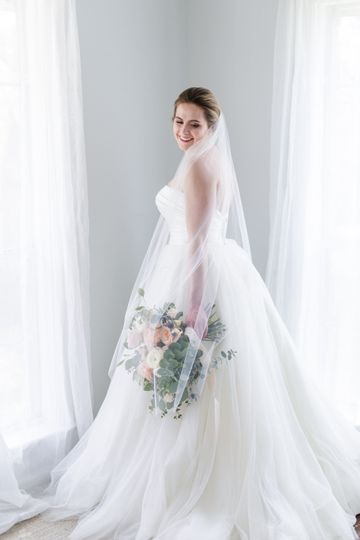 Louise | Airy ballet veil that's the perfect length for dancing and super photogenic