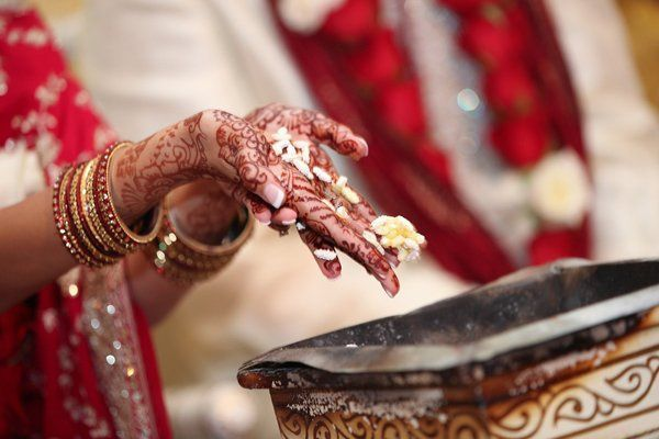 indianweddingredsariwhitericehands
