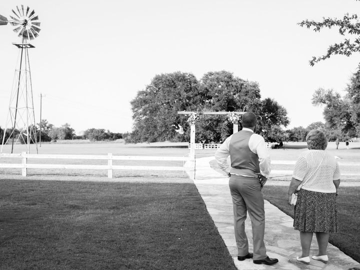 Tmx 1515647237 858551bc73e48d39 1515647205 Cc22f24df64b65ca 1515647193008 17 Mr.   Mrs. Tiller Arlington, TX wedding photography