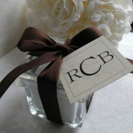 Custom and personalized tags, seals and chocolate wrappers - create a theme for your wedding!