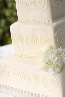 Winter white wedding cake  Photogragh by Shane Westover Imaging