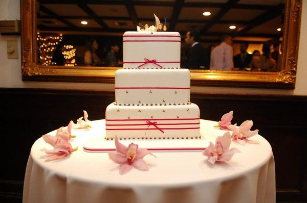 Fall square wedding cake   Photograph by Hulse Photography