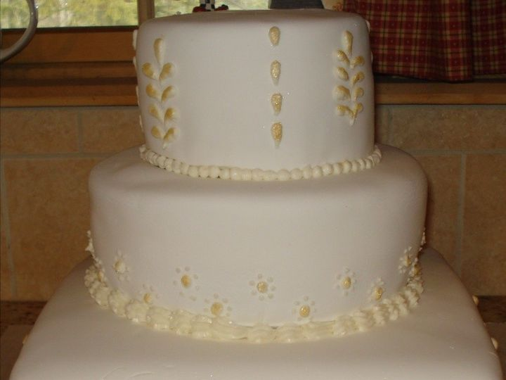 Tmx 1399305955741 232323232fp54359nu324272wsnrcg3829444336nu0mr Valley Cottage wedding cake