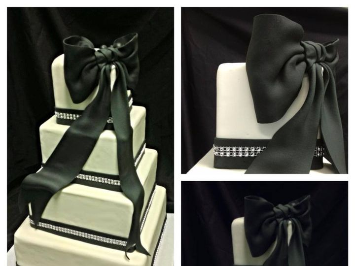 Tmx 1399305958082 Black And White Wedding Cak Valley Cottage wedding cake