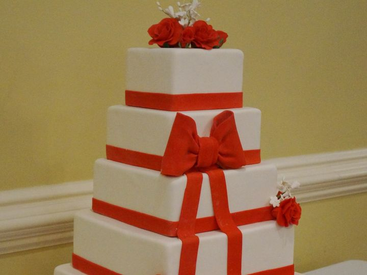 Tmx 1399305994162 Square Wedding Cake With Red Ribbo Valley Cottage wedding cake