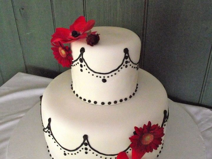 Tmx 1399306011189 White  Blac Valley Cottage wedding cake