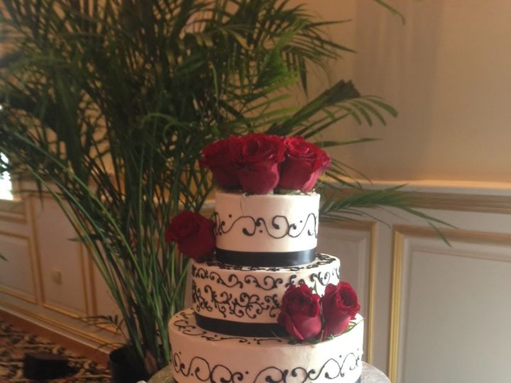 Tmx 1414420244187 Black  White Wedding Cake With Roses Valley Cottage wedding cake