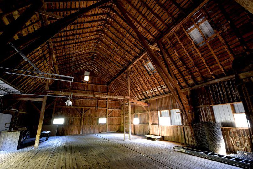 Big Barn empty. Aprox 3200 sq ft.