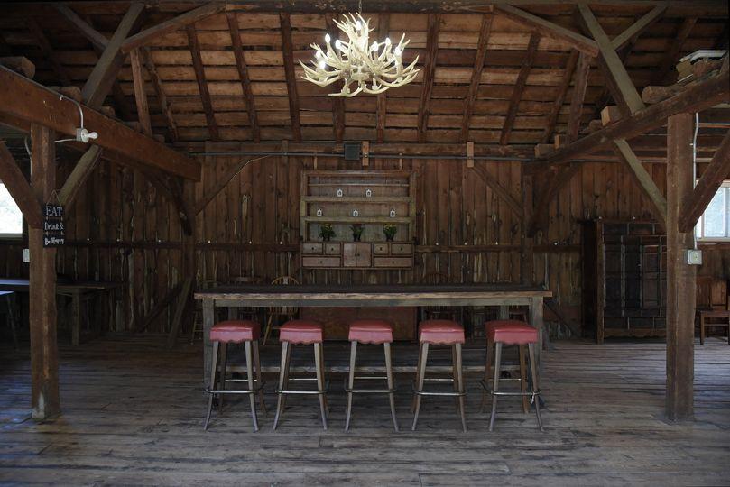 Small barn lounge & bar
