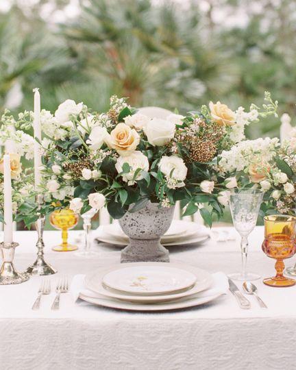 Floral centerpiece | Madeleine Collins Photography