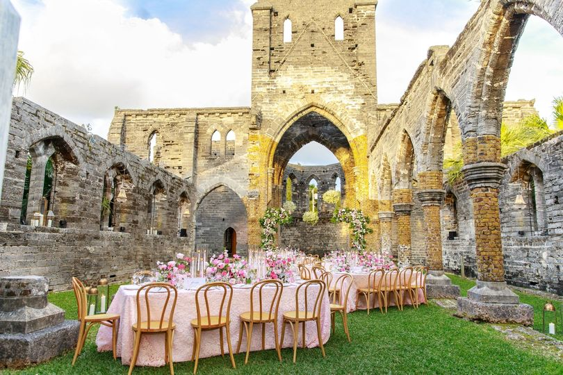 Reception in the ruins