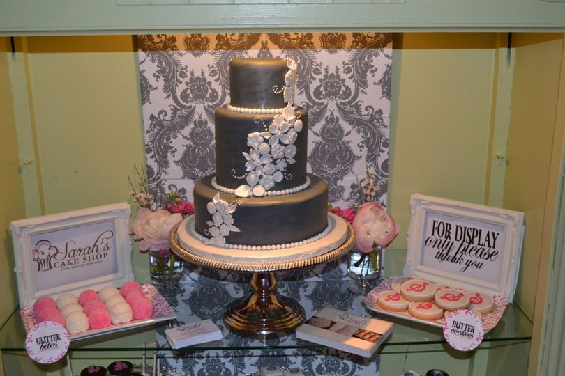 Sarah S Cake Shop Wedding Cake Chesterfield Mo Weddingwire