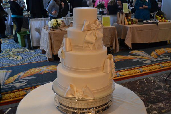 Tmx 1327592253529 DSC0243 Chesterfield, MO wedding cake