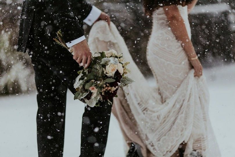 721bc7739507c217 1509396507797 lake tahoe winter wedding snow