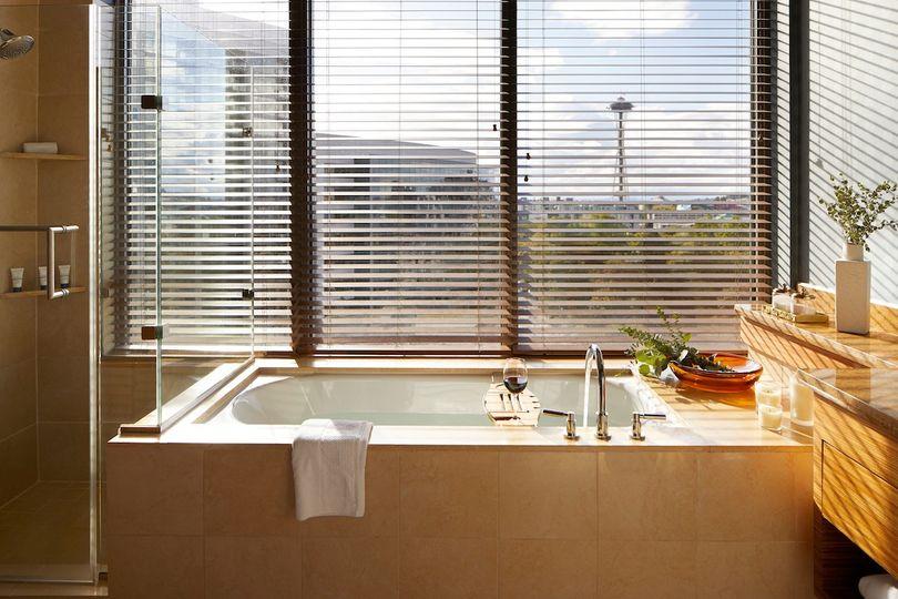 Denny Suite Tub