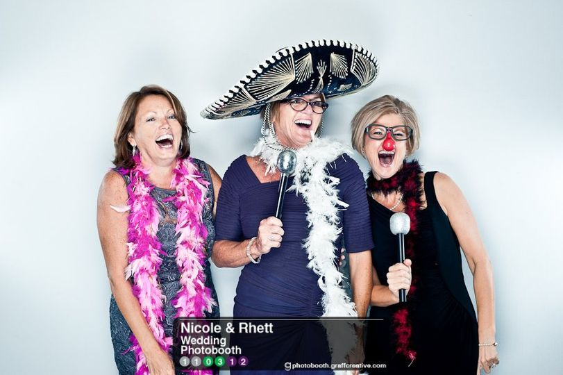 GraffCreativecharlotteweddingphotobooth002110312