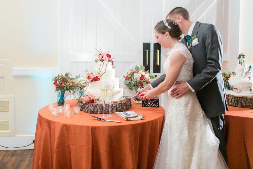 kaitlynkevinwedding 1164 cake cutting