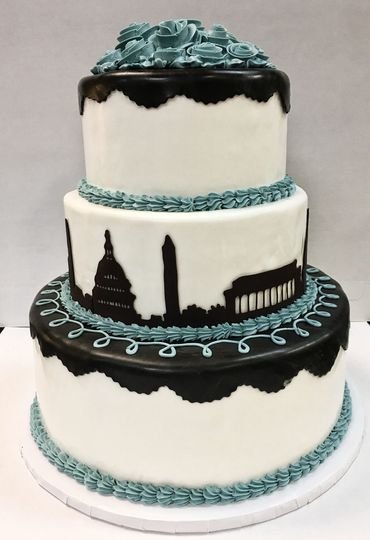Wedding cake with black city design