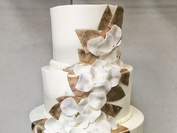 Tmx 1533824716 80183b9ef5196bde 1533824714 06fdb55c181d271f 1533824706491 4 005 Arlington, District Of Columbia wedding cake