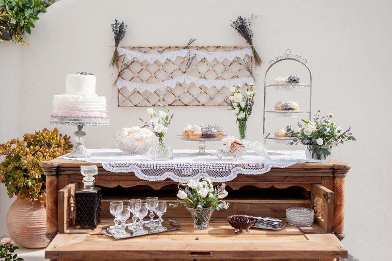 Santorini wedding-dessert table