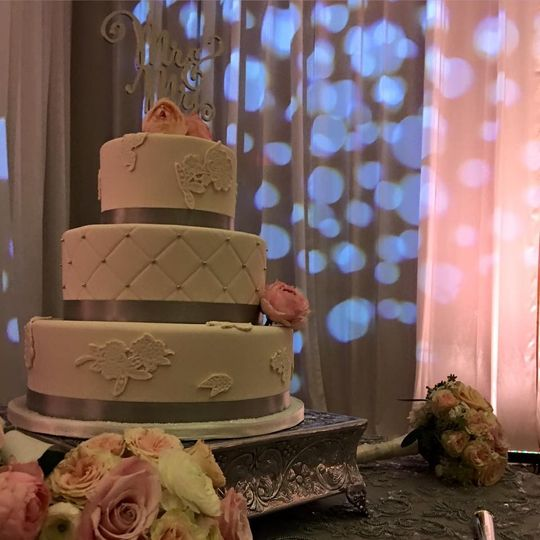 Wedding Cakes by Piece of Cake always bring class & style to our weddings!