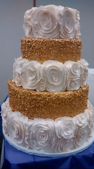 800x800 1463675749011 White And Gold Wedding Cake
