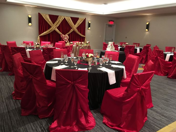 Wedding Reception ! Warm and inviting décor for a lovely couple !