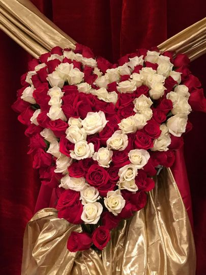 Meeting of two hearts with fresh lovely Red and White Roses !