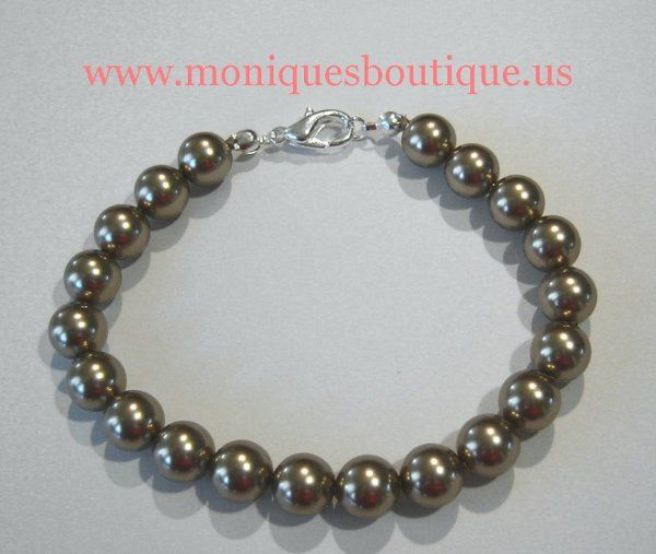 Classic pearl bracelet with Swarovski pearls and silver metal. Your choice of pearl color, pearl...