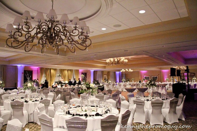 White reception design with a touch of silver
